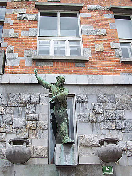 Statue en façade