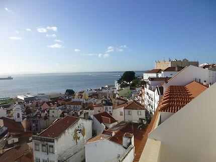 L'Alfama en contrebas, Lisbonne