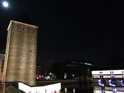 Pont couvert et barrage Vauban au clair de lune