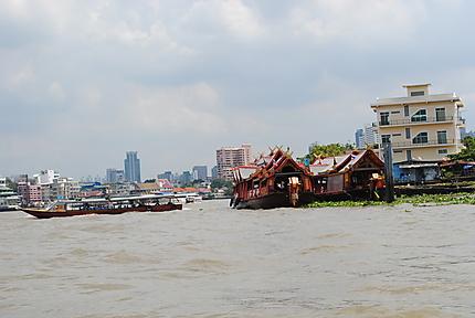 Sur le fleuve Chao Phraya à Bangkok