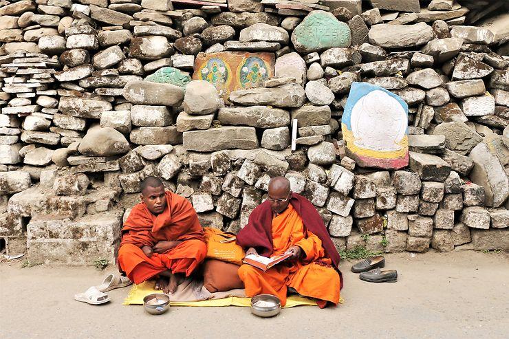Moines bouddhistes à Rewalsar, Inde