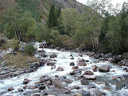 Aux environs du barrage de Toktogul