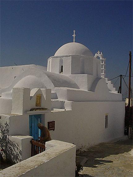 Eglise blanche à Chora