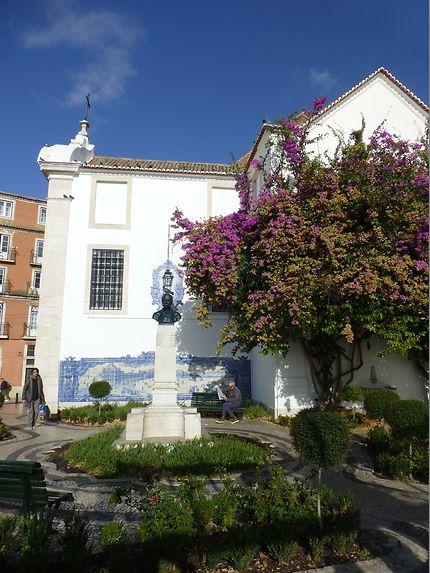 Petite statue à Miradouro da Santa Luzia