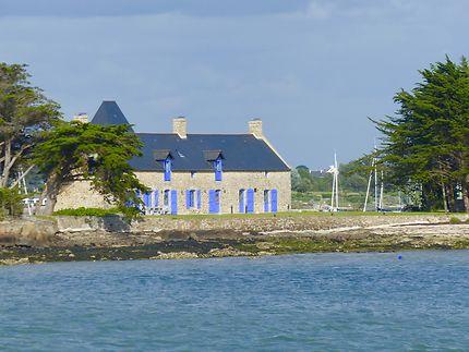 Les volets bleus d'une maison bretonne