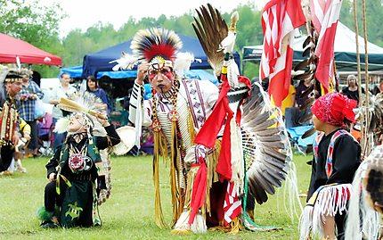 Danseur traditionnel pow wow