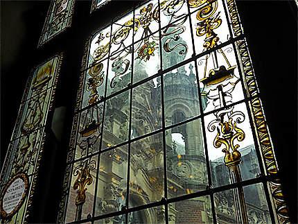 A travers les vitres décorées