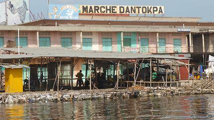 Marché de Cotonou vu du fleuve