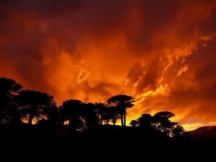 Orage a Caviahue dans la Cordillère des Andes
