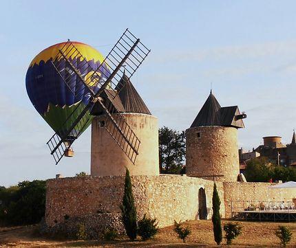 La montgolfière et les moulins