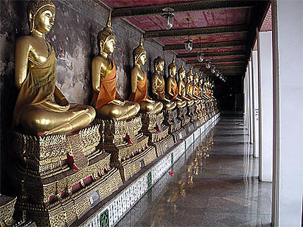 Bouddhas dans Wat Suthat