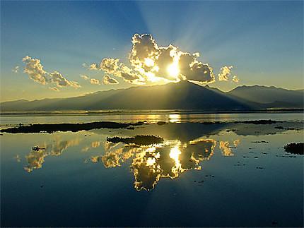Coucher de Soleil sur le lac Phayao