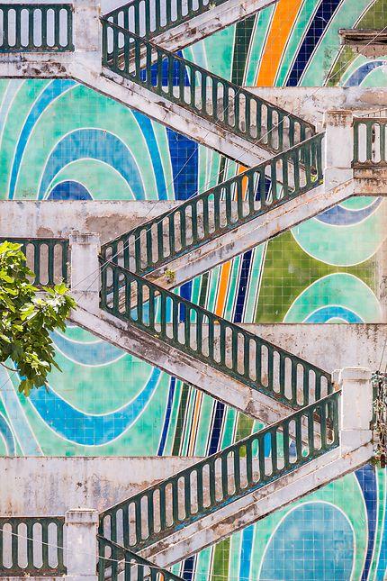 Alger - Escaliers très colorés et graphiques