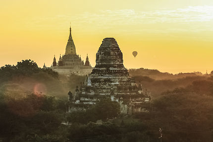 Lever de soleil à Bagan
