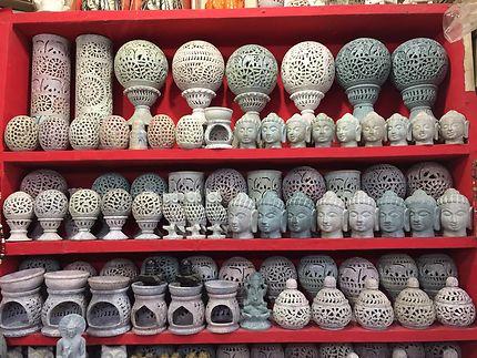 Souvenirs en pierre à Ajanta, Inde