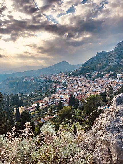 Taormine vue depuis le théâtre antique