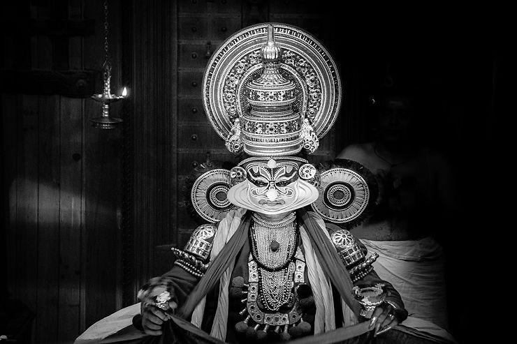 Performance de Kathakali dans le Kerala, Inde
