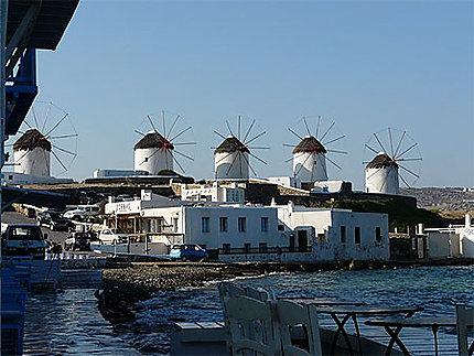 Vue sur les moulins de Mykonos