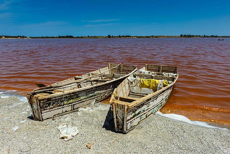 Découvrir le lac Rose, à 45 km à l'est de la capitale
