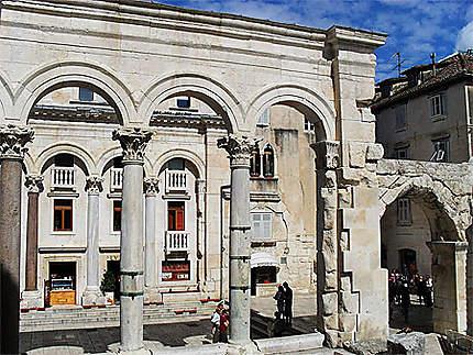 Au centre du Palais de Dioclétien