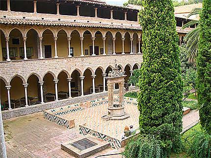 Cloître du monastère des Pedralbes