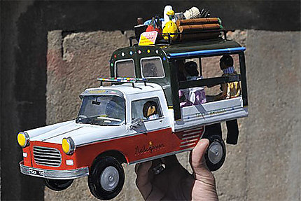 404 Peugeot, l'incontournable Taxi-Brousse !