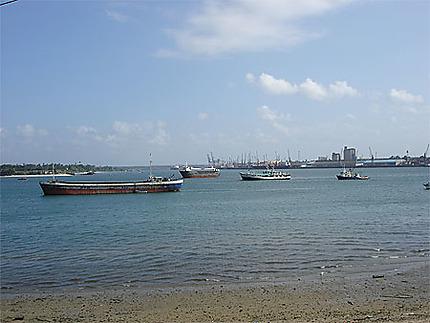 Le port de Dar es-Salaam
