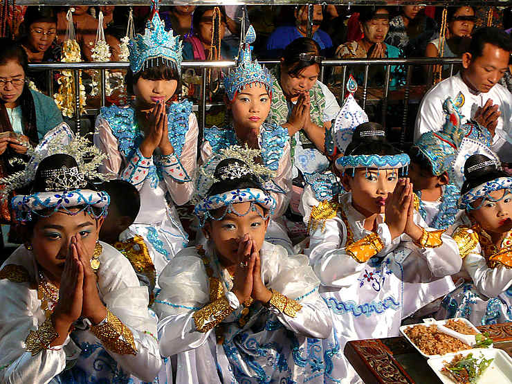 Cérémonie au Monastère Mahagandayon, Birmanie