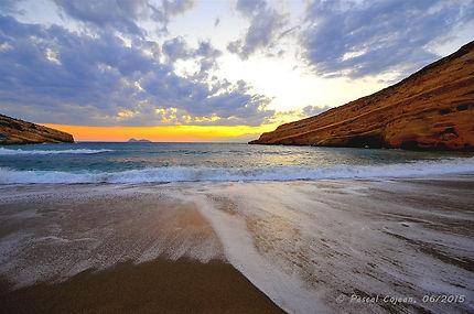 La plage de Matala le soir