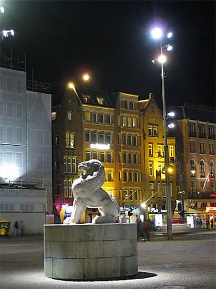 Lion du Monument national