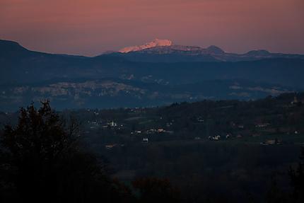La nuit tombe sur le Mont-Blanc