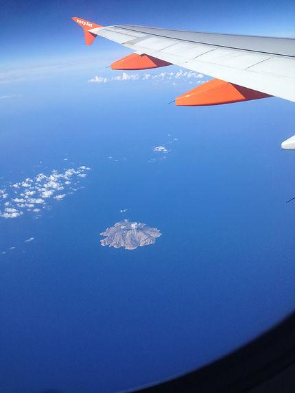 Une île entre le ciel et l'eau