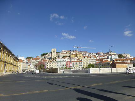 Tuk-tuk en approche, Lisbonne