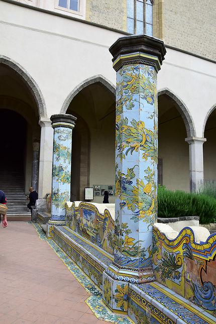 Colonne en majolique à Santa Chiara