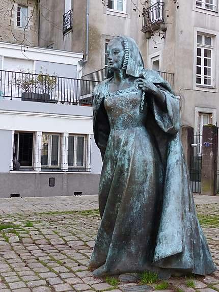 Statue de bronze d'Anne de Bretagne
