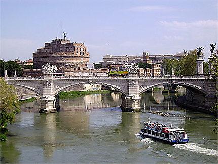 Chateau Saint Ange Et Le Tibre Ponts Chateaux Bateaux Transport Fleuve Castel Sant Angelo Vatican Et Environs Rome Routard Com