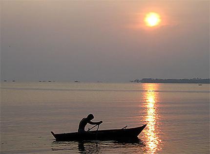 Pêcheur à Trikora Beach