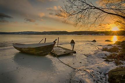 Barque prise dans la glace