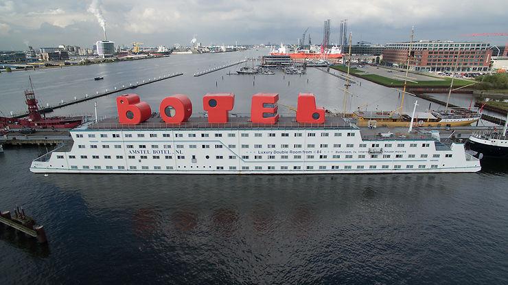 Dans le port d'Amsterdam, ça bouge...