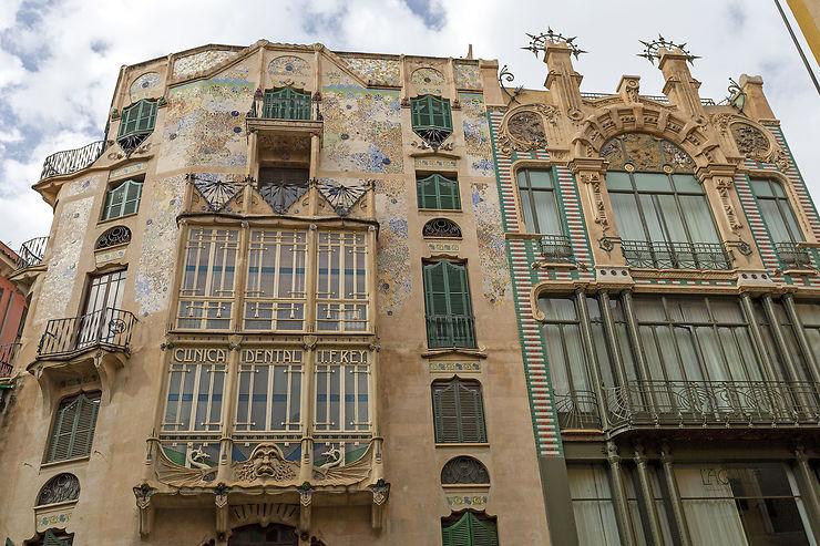 Artères commerçantes et architecture moderniste