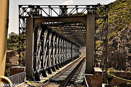 Anduze pont de fer train à vapeur