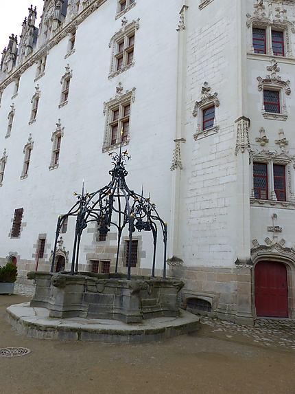 Puits de la cour intérieure du château