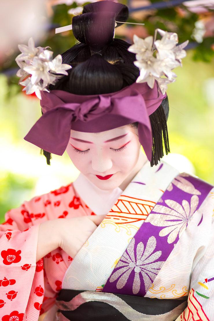 Maiko au festival de Yasaka jinja, Japon, par Ocelyn