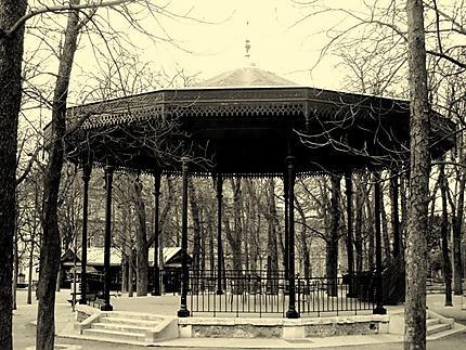 Kiosque à musique du Luxembourg : Noir et blanc : Jardin du ...