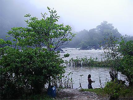 Sur le fleuve Approuague