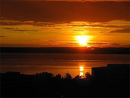 Un coucher de soleil à minuit