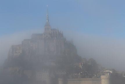 Mont-Saint-Michel et brume d'automne