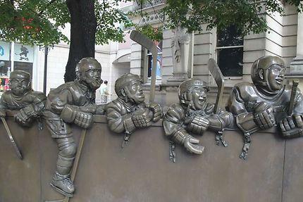 Sculpture de joueurs de hockey