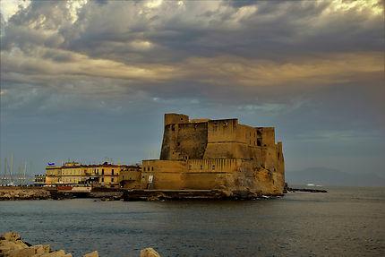 Castel dell'Ovo à la tombée du jour, Naples