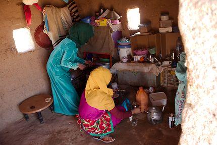 Préparation du thé dans un camp de nomades